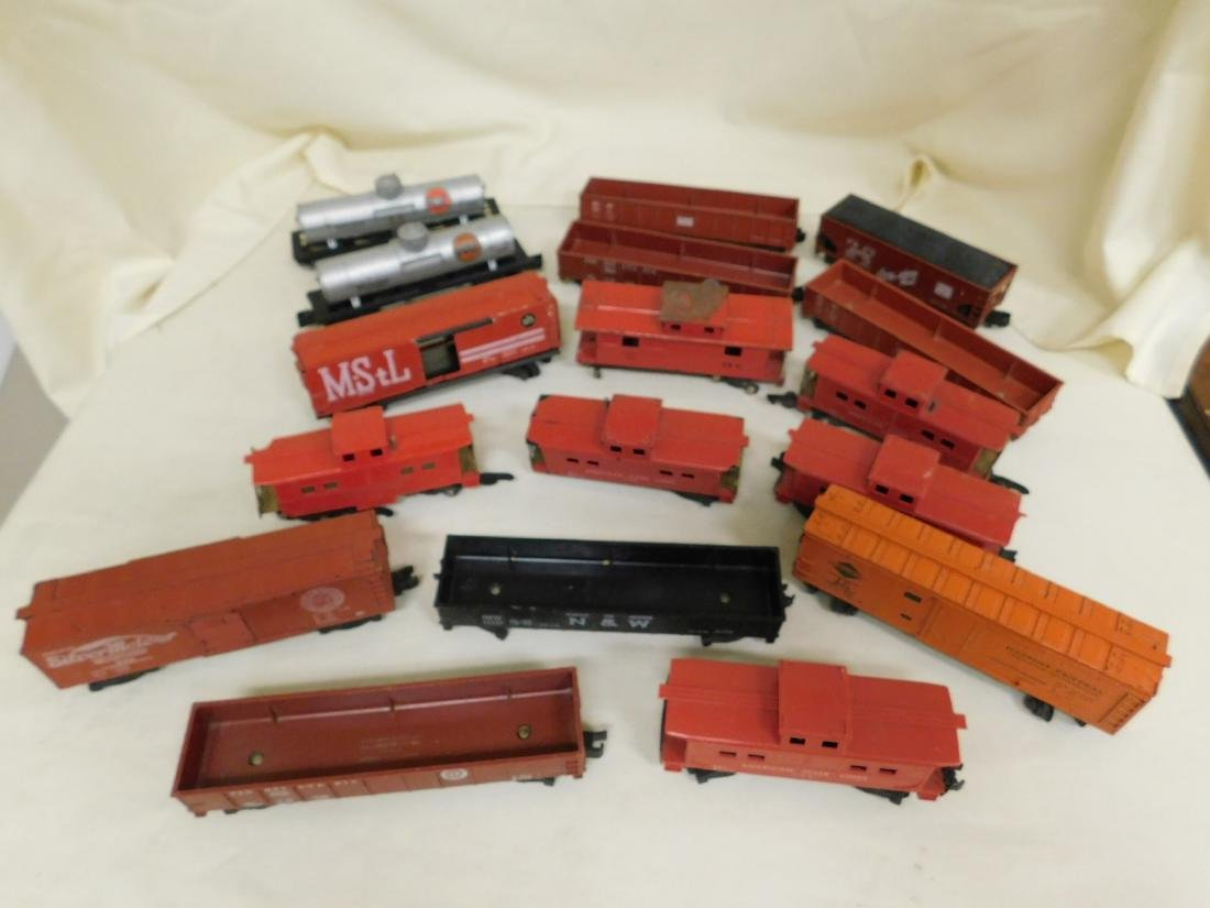 LARGE LOT OF AMERICAN FLYER TRAIN CARS