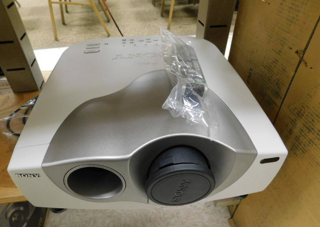SONY PL VW10HT LCD VIDEO PROJECTOR - ORIGINAL BOX