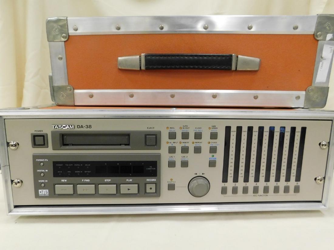 VINTAGE TASCAM DA 38 - DIGITAL AUDIO RECORDER & CA
