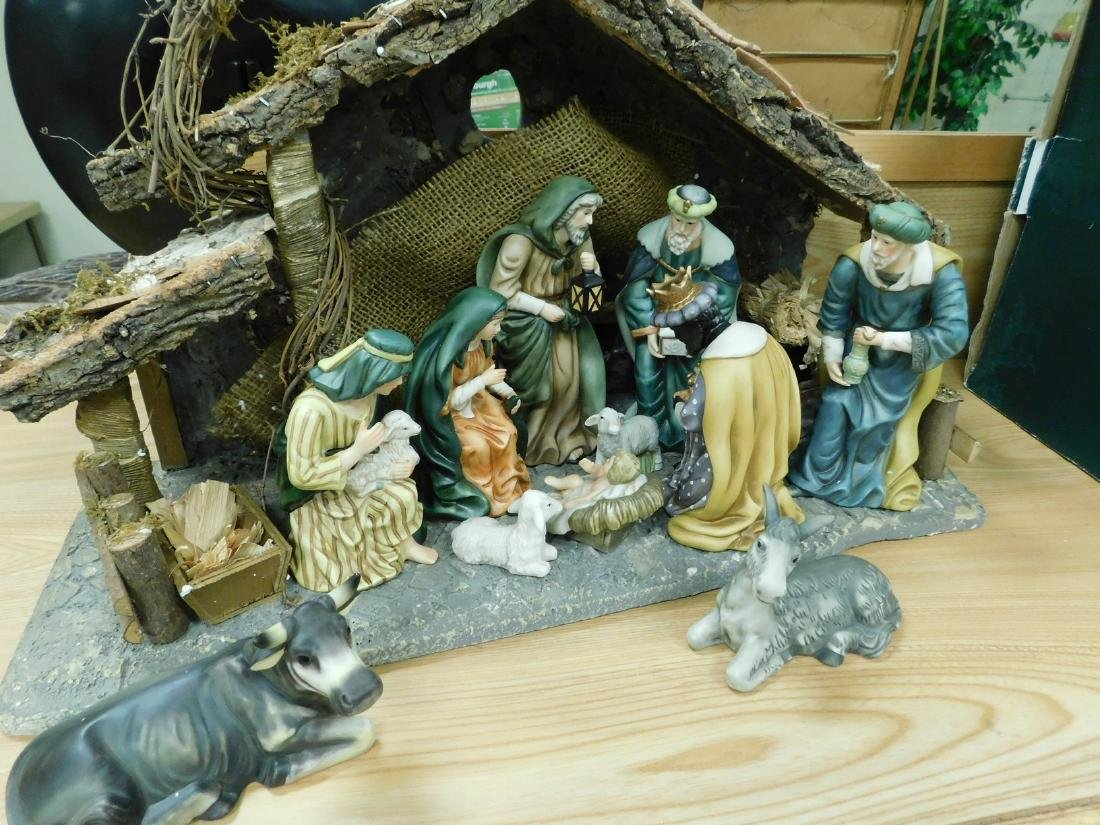 HERITAGE 12 PIECE PORCELAIN NATIVITY SET