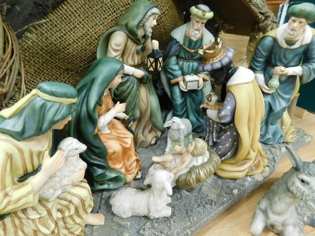 HERITAGE 12 PIECE PORCELAIN NATIVITY SET - 2