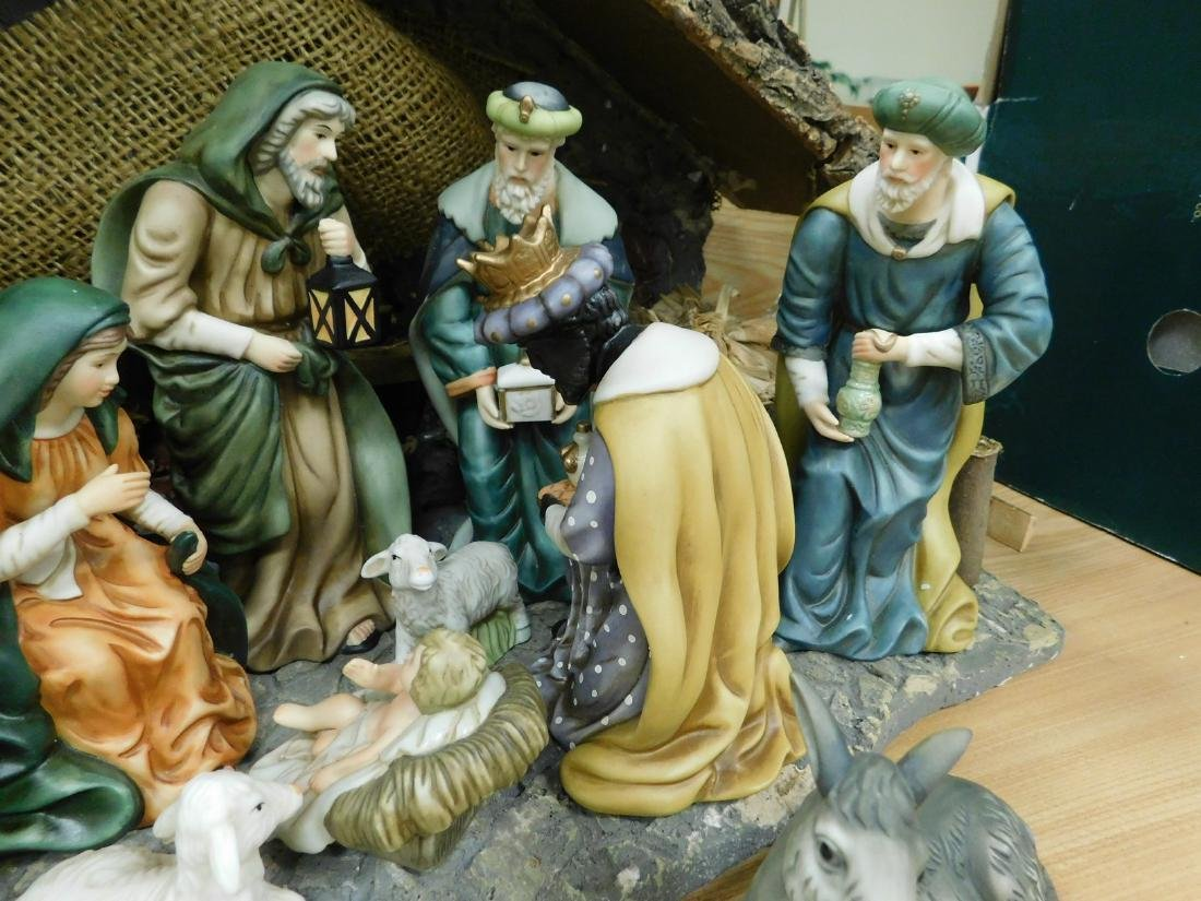 HERITAGE 12 PIECE PORCELAIN NATIVITY SET - 5