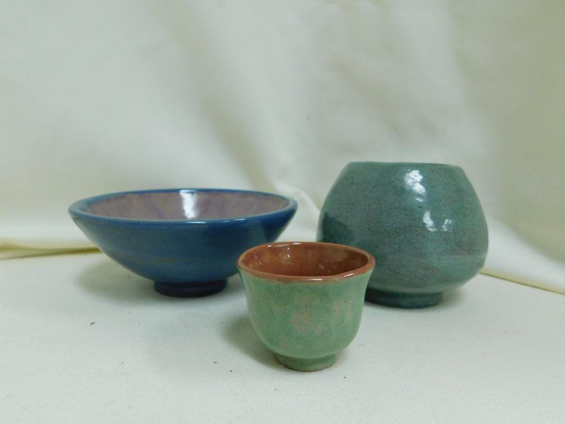 9 SMALL POTTERY PIECES - 5
