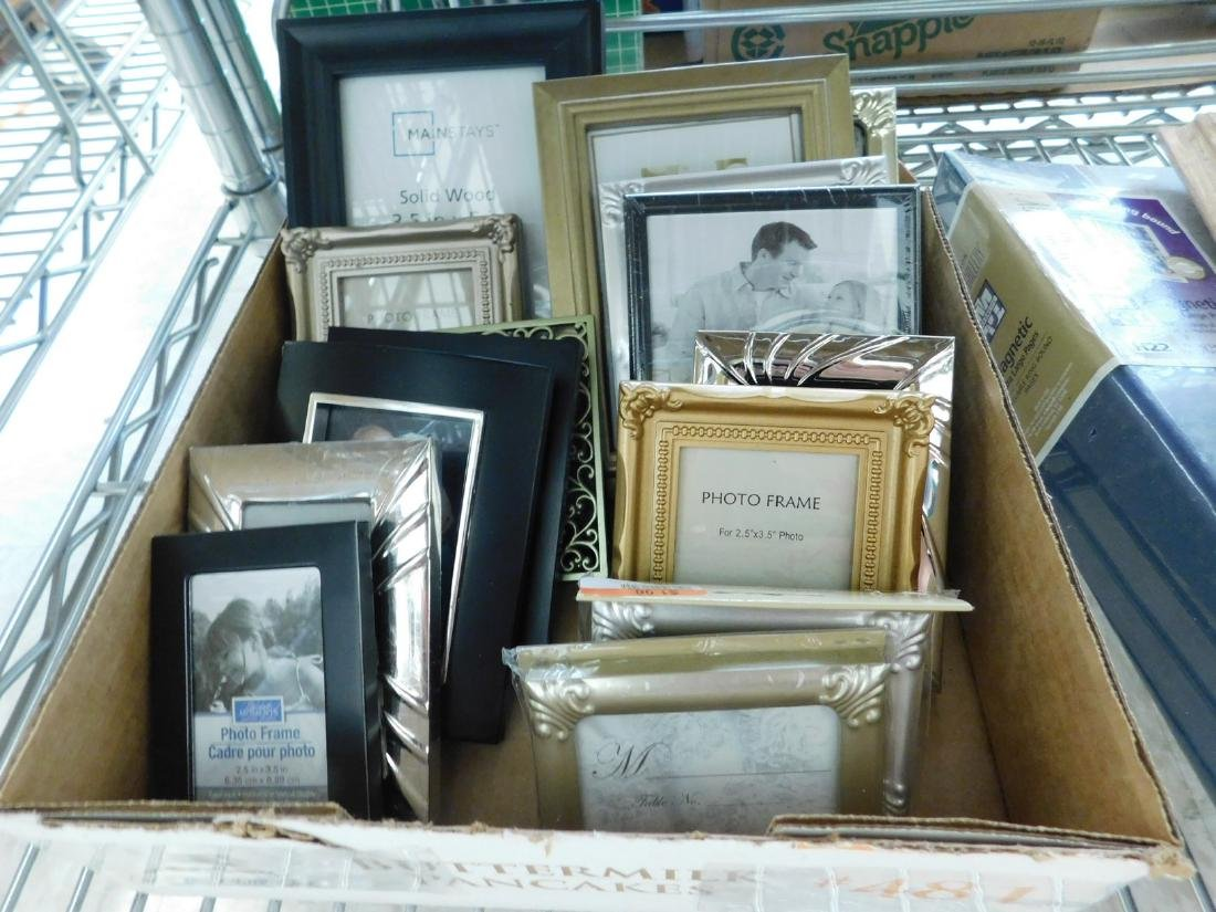 FRAMED VINTAGE BLACK & WHITE FAMILY PHOTOS & SELEC - 3