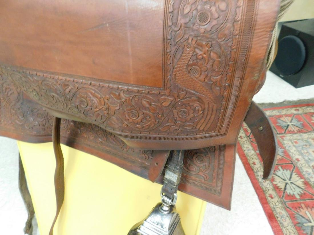 SADDLE WITH ENCLOSED STIRRUPS - 3