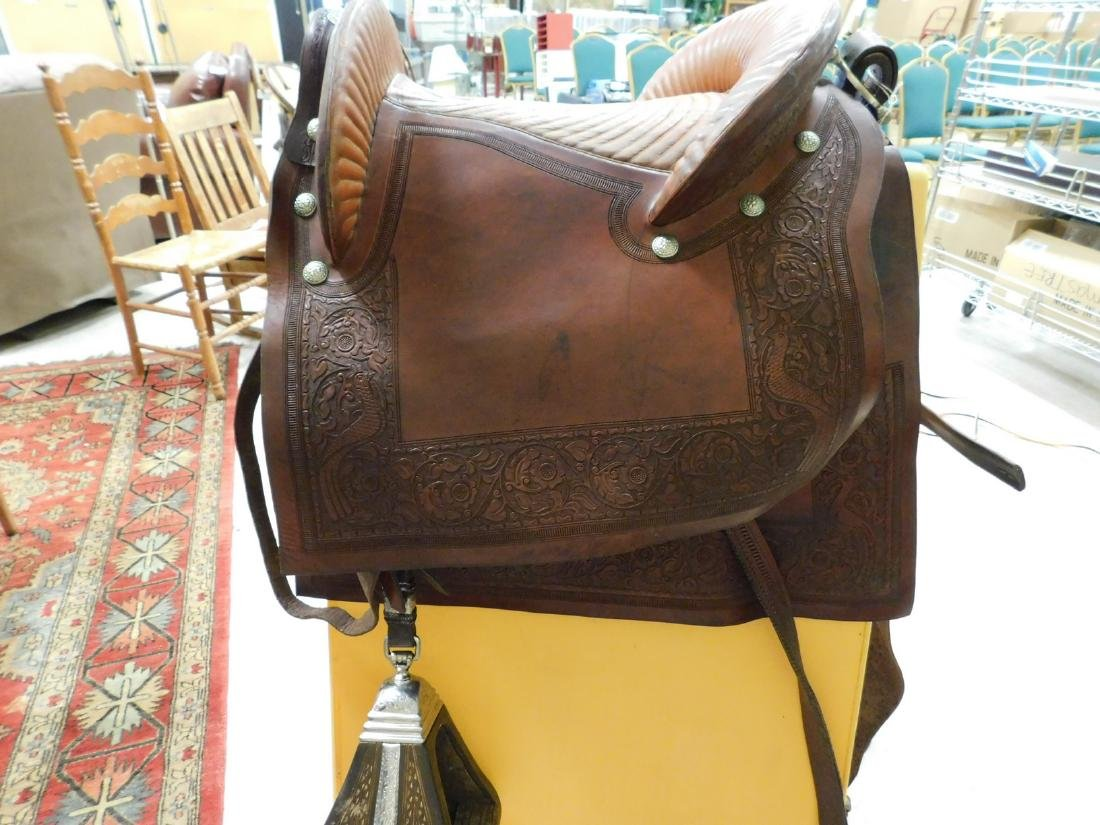 SADDLE WITH ENCLOSED STIRRUPS - 6