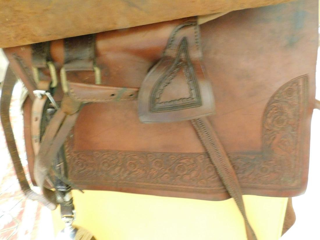 SADDLE WITH ENCLOSED STIRRUPS - 7