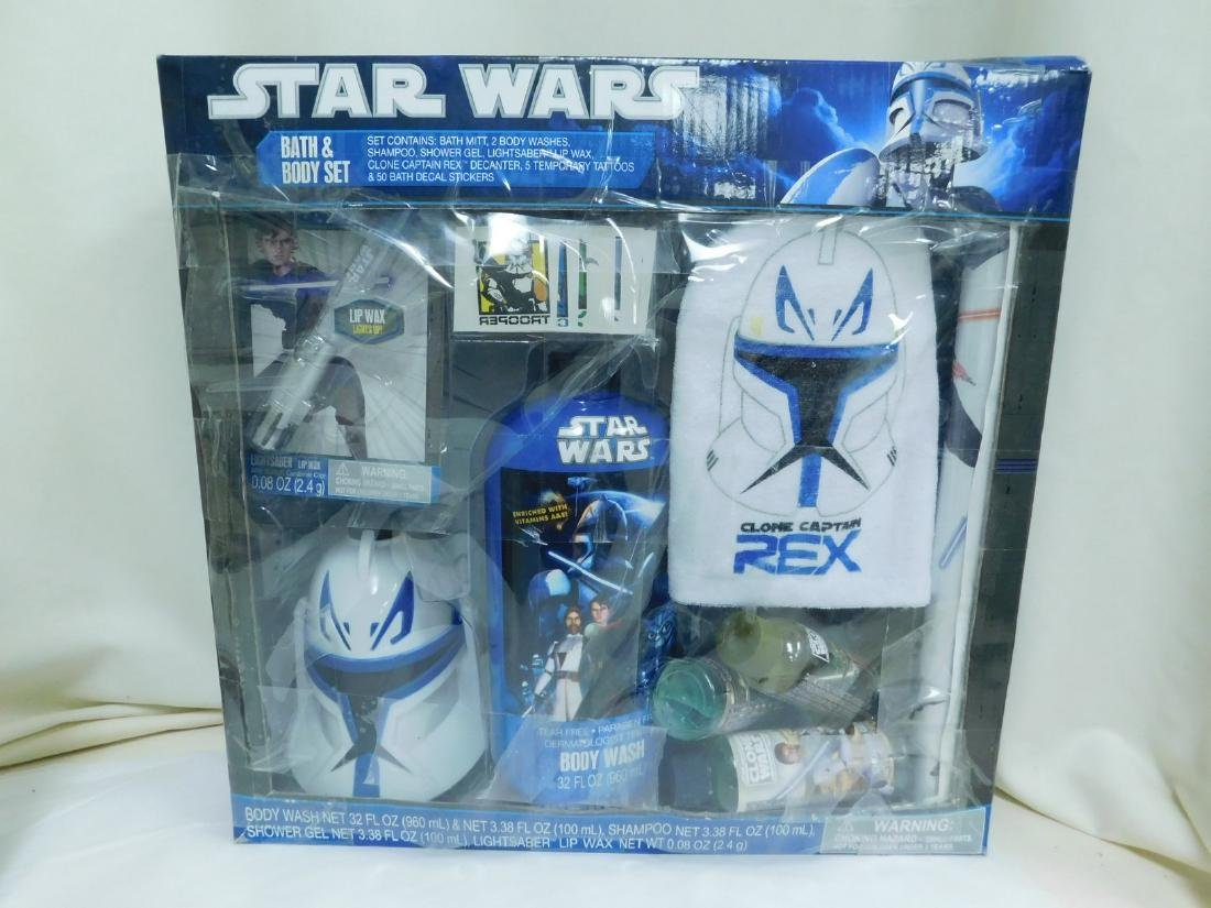 STAR WARS ACTION FIGURES AND BATH SET - 8