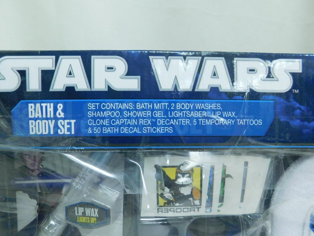 STAR WARS ACTION FIGURES AND BATH SET - 9