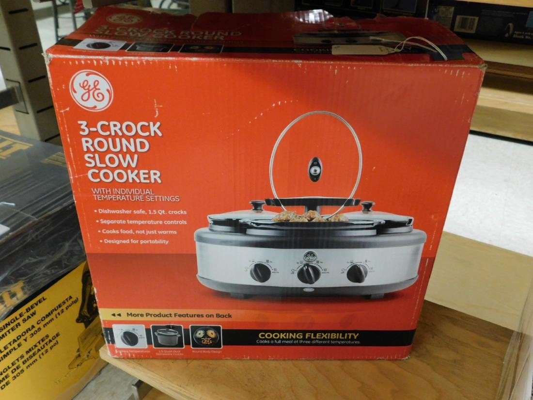 GE 3 CROCK ROUND SLOW COOKER AND A NIB SET OF GLAS - 3