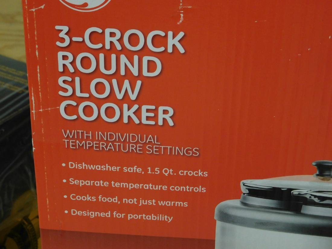 GE 3 CROCK ROUND SLOW COOKER AND A NIB SET OF GLAS - 4