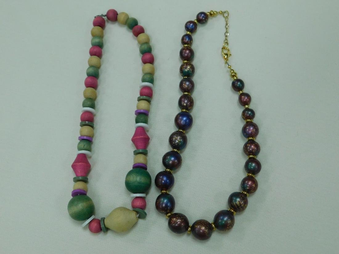 BOX OF ASSORTED COSTUME JEWELRY NECKLACES - 4