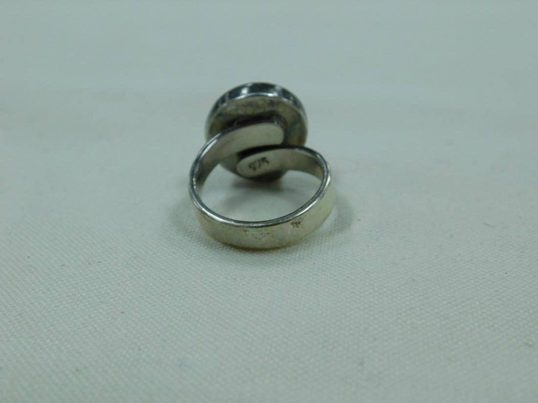 925 SILVER RING AND A SILVER AND BLUE STONE RING - 5
