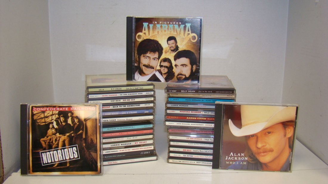 31 VARIOUS COUNTRY MUSIC CD'S