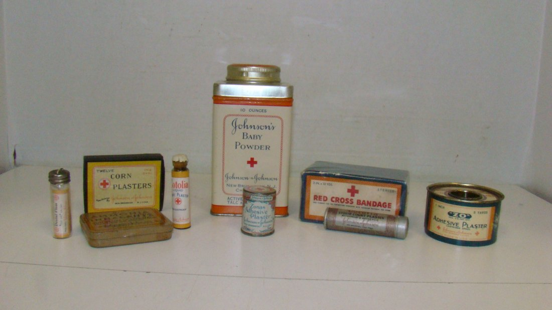 9 VARIOUS VINTAGE JOHNSON & JOHNSON FIRST AID ITEMS