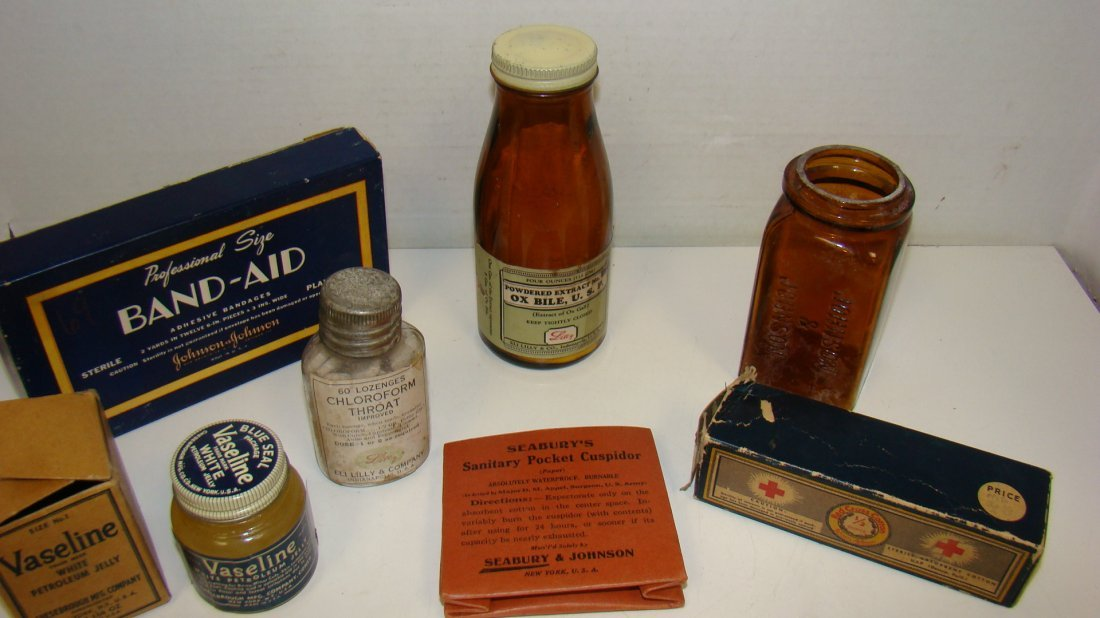 7 VARIOUS VINTAGE PHARMACY COLLECTIBLES
