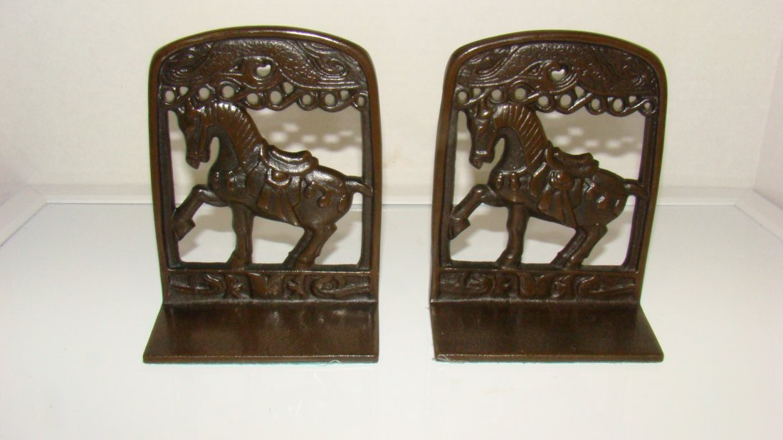 PAIR OF VINTAGE CAST METAL HORSE BOOKENDS
