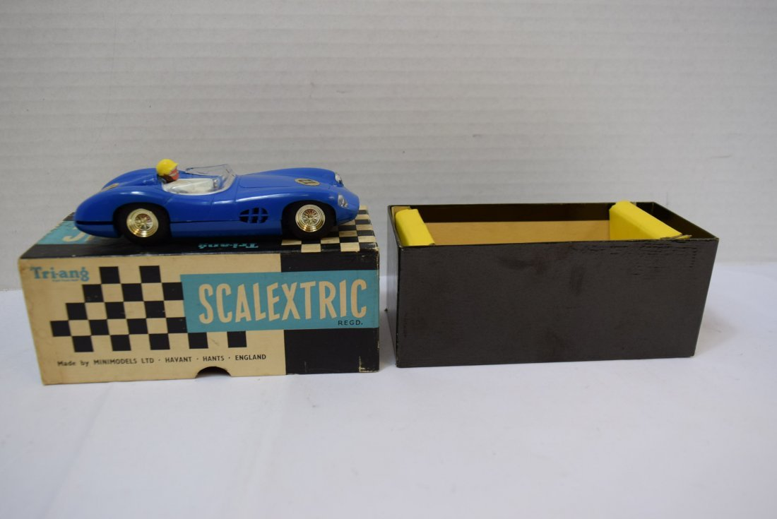VINTAGE SCALEXTRIC MODEL STOCK RACING  ASTON MARTI