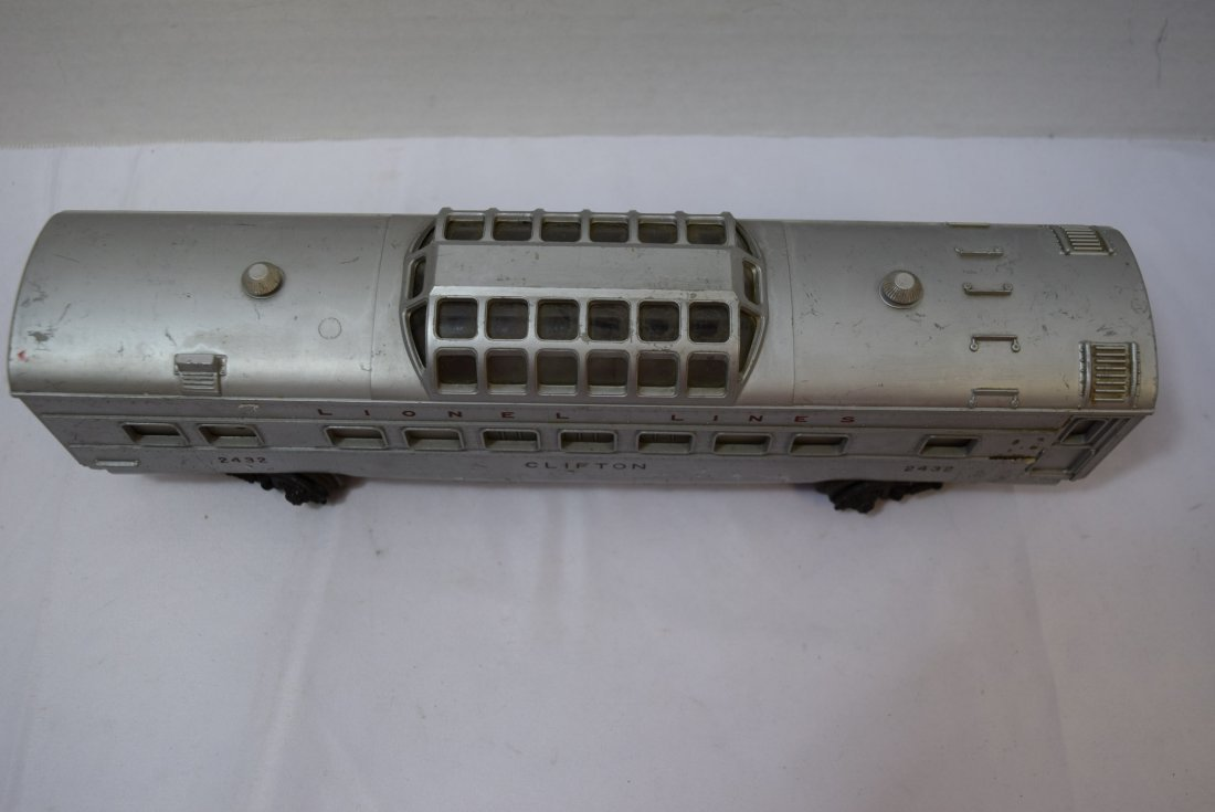 LIONEL CLIFTON LIGHTED DOMED PASSENDER CAR. 2432 - 2