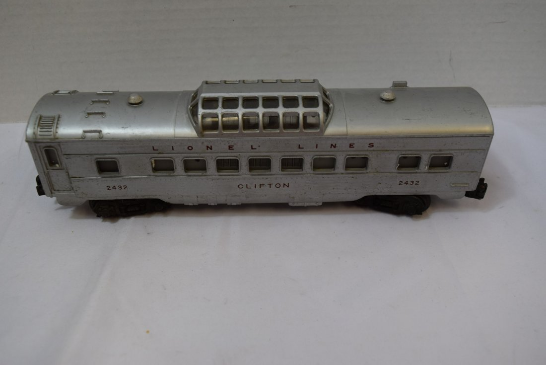 LIONEL CLIFTON LIGHTED DOMED PASSENDER CAR. 2432 - 3