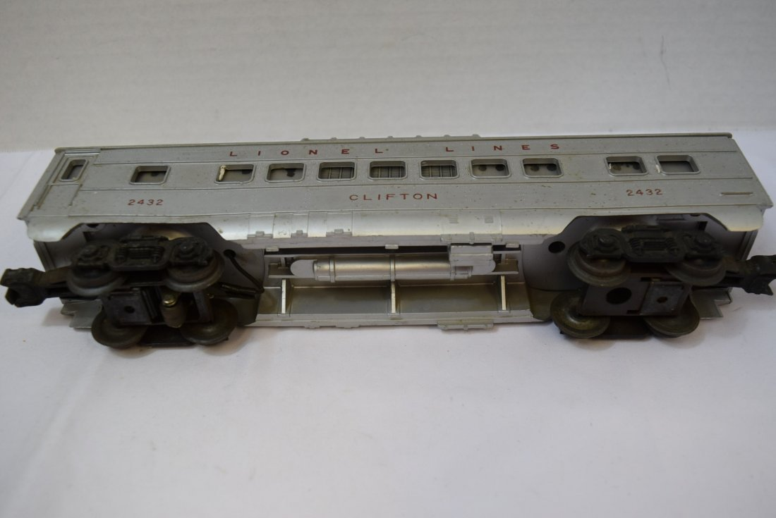 LIONEL CLIFTON LIGHTED DOMED PASSENDER CAR. 2432 - 4