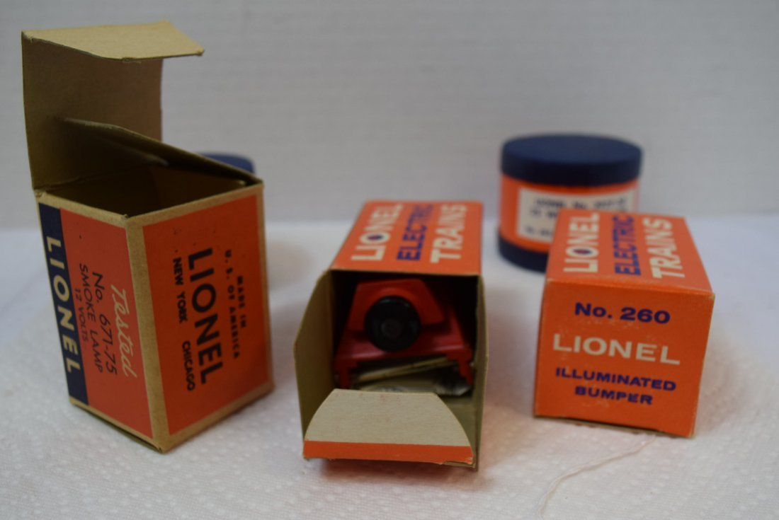 VARIOUS LIONEL TRACK ACCESSORIES AND SMOKE LAMP - 4