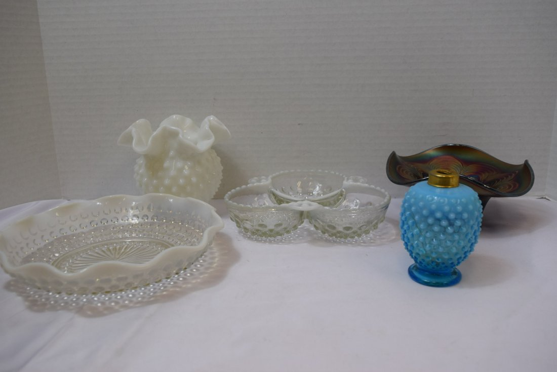 5 VARIOUS PIECES OF FENTON GLASSWARE