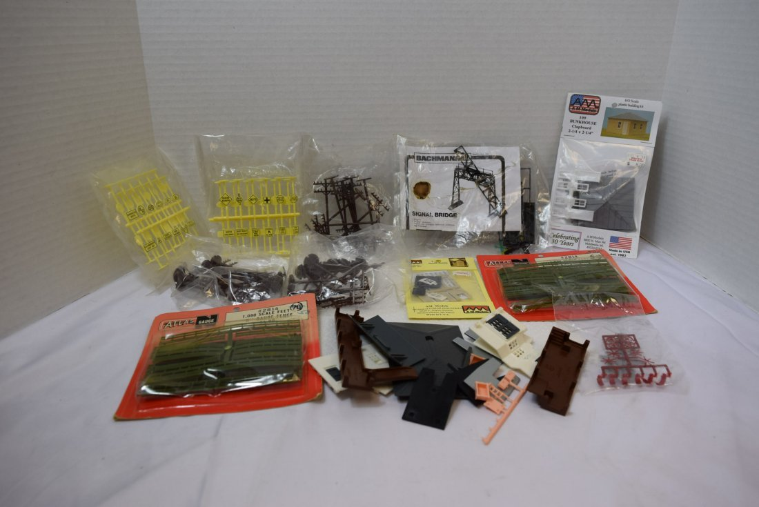 VINTAGE FUN LOT OF HO AND N SCALE ACCESSORIES