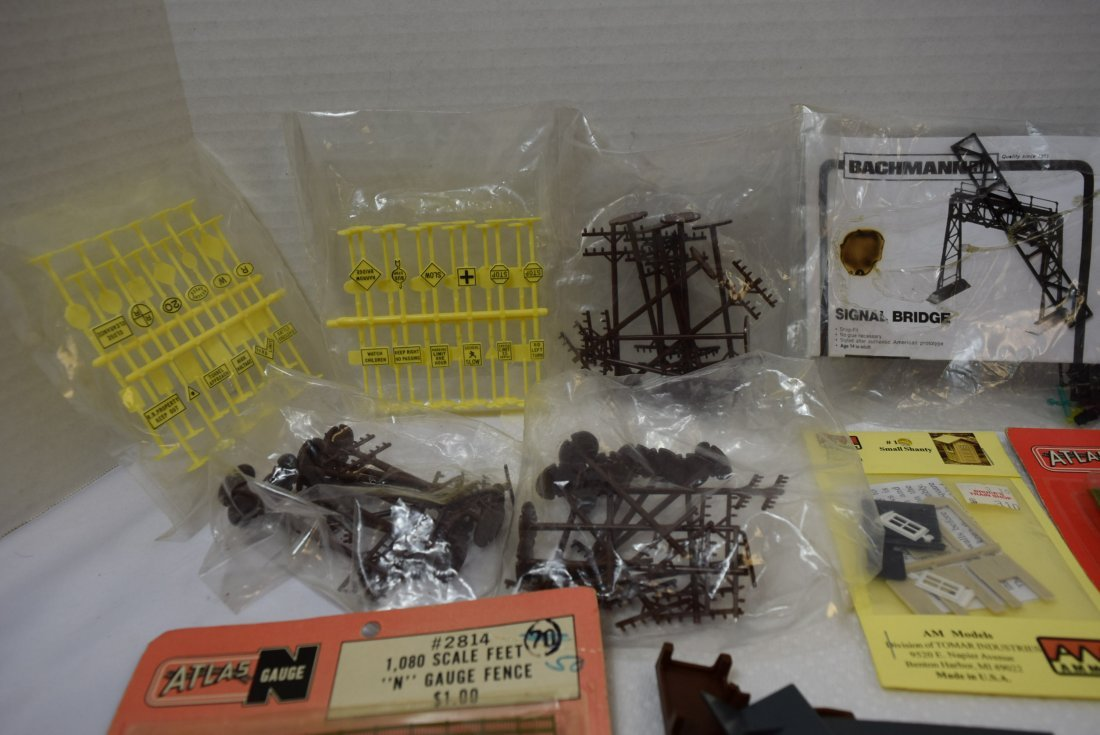 VINTAGE FUN LOT OF HO AND N SCALE ACCESSORIES - 4