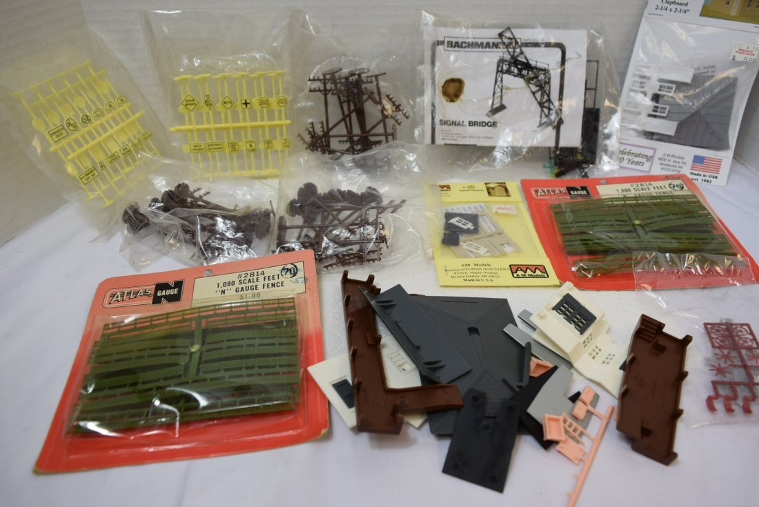 VINTAGE FUN LOT OF HO AND N SCALE ACCESSORIES - 5