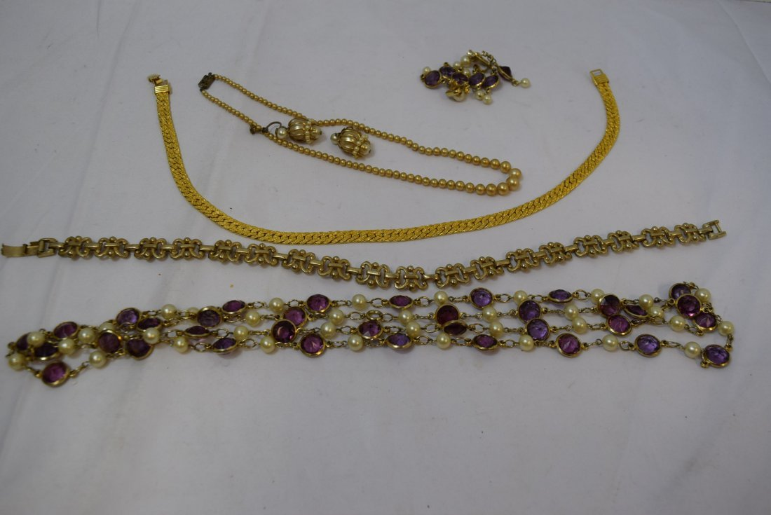 VINTAGE COSTUME JEWERLY LOT