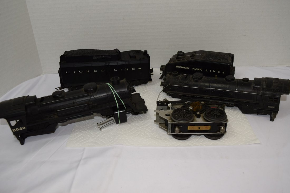 VARIOUS LIONEL LOCOMOTIVES AND TENDERS FOR PARTS