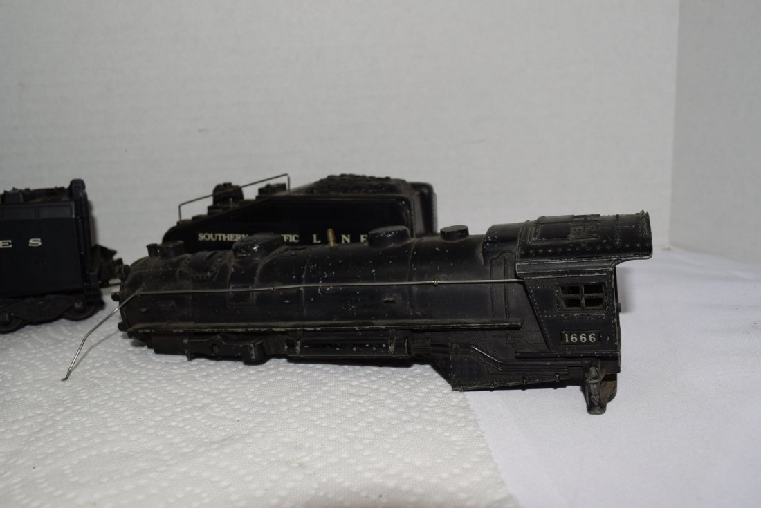 VARIOUS LIONEL LOCOMOTIVES AND TENDERS FOR PARTS - 4