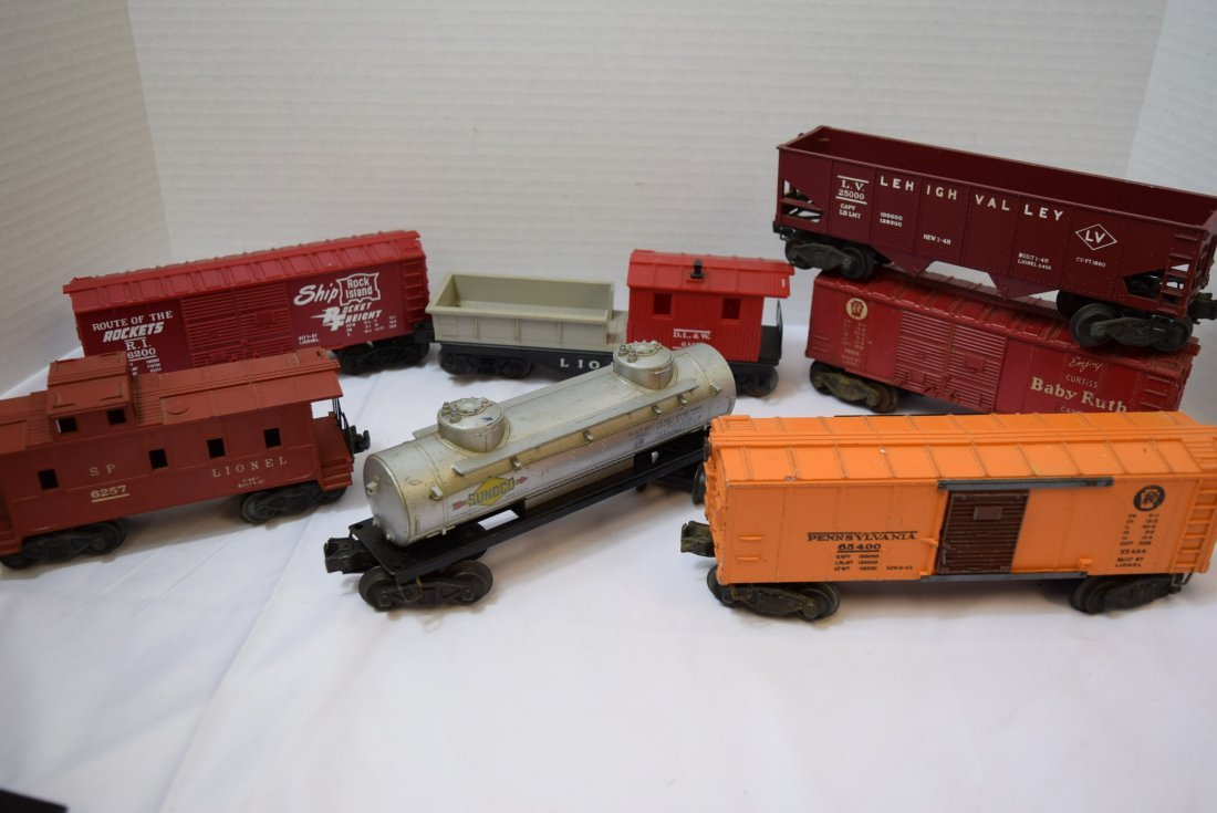 7 VARIOUS LIONEL TRAIN CARS