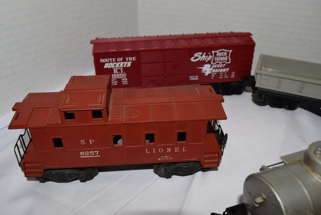 7 VARIOUS LIONEL TRAIN CARS - 2