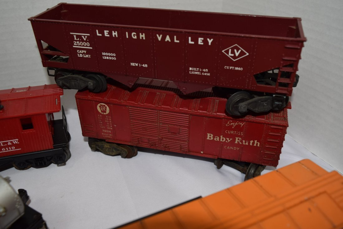 7 VARIOUS LIONEL TRAIN CARS - 3