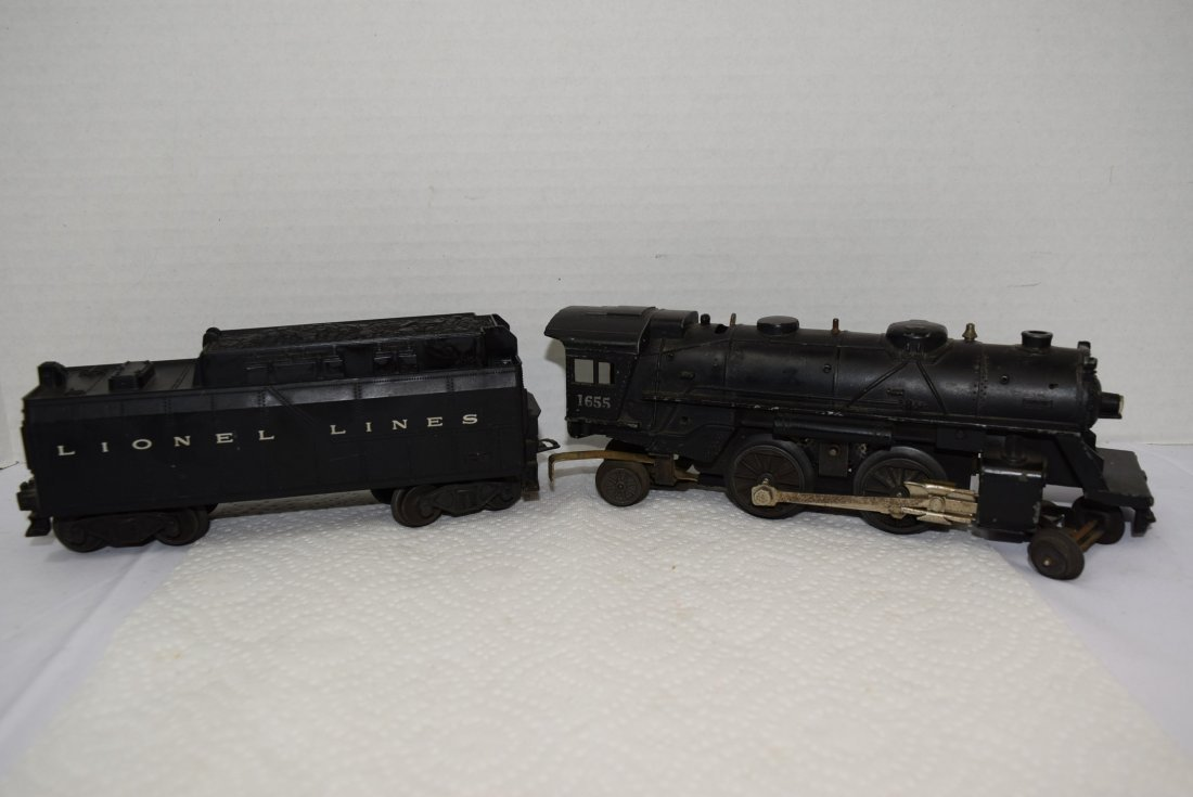 LIONEL LOCOMOTIVE TRAIN 1655 AND TENDER