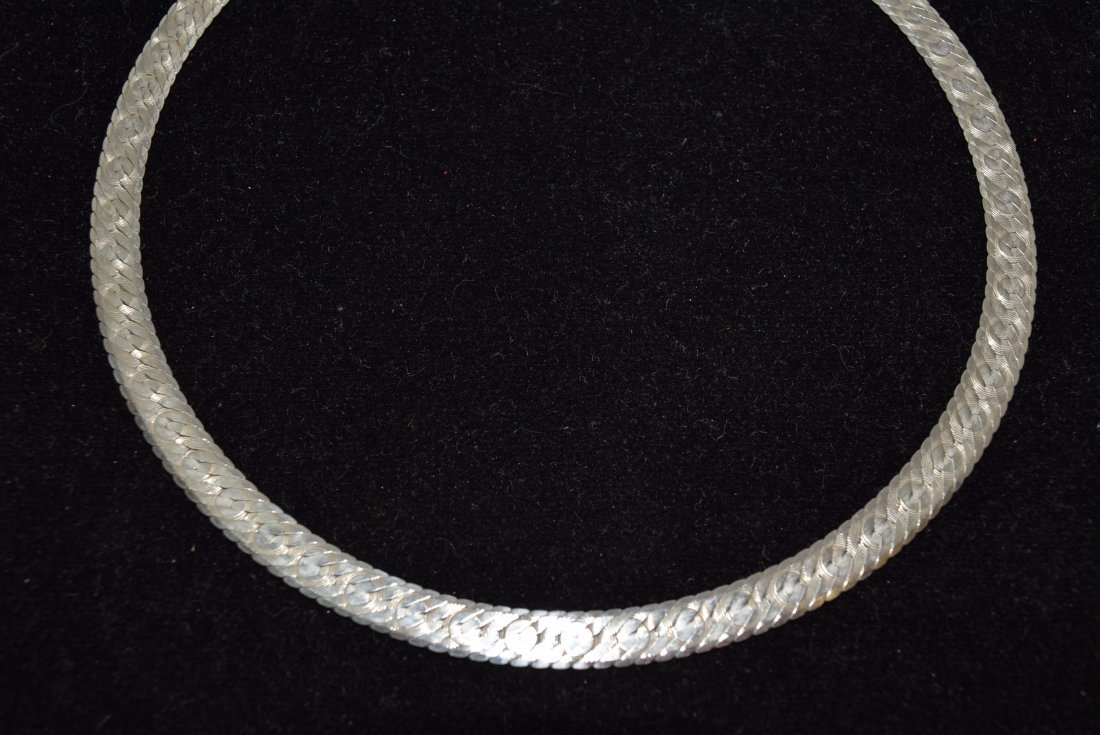 STERLING DOUBLE WIDE STRAND NECKLACE. 20.9 GRAMS.