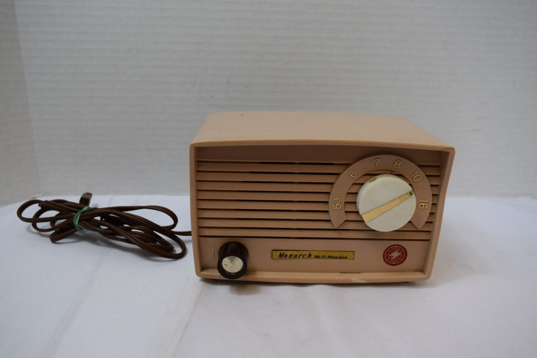 1960 MONARCH MIDGET  5 TUBE RADIO
