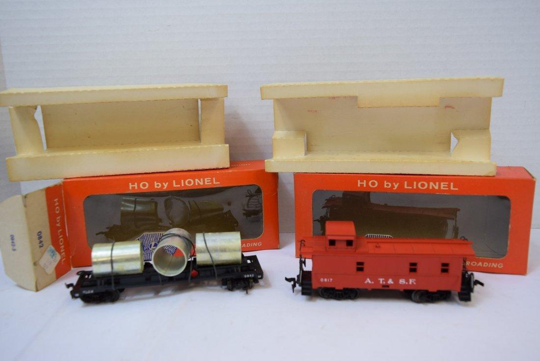 2 LIONEL HO SCALE TRAIN CAR & CABOOSE