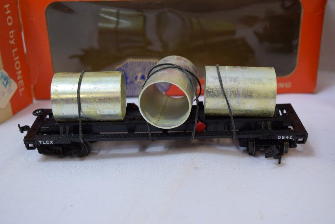 2 LIONEL HO SCALE TRAIN CAR & CABOOSE - 2