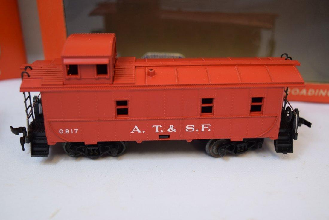 2 LIONEL HO SCALE TRAIN CAR & CABOOSE - 3