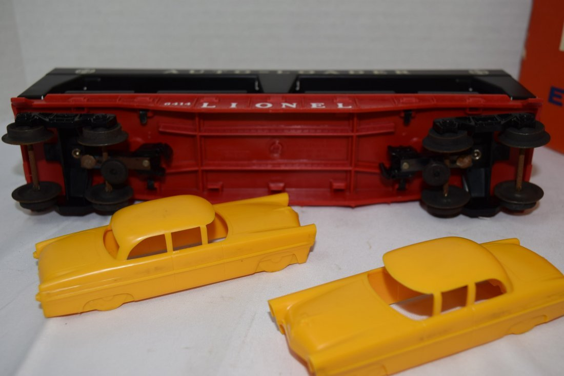 LIONEL AUTOMOBILE TRANSPORT CAR WITH 4 CARS - 4
