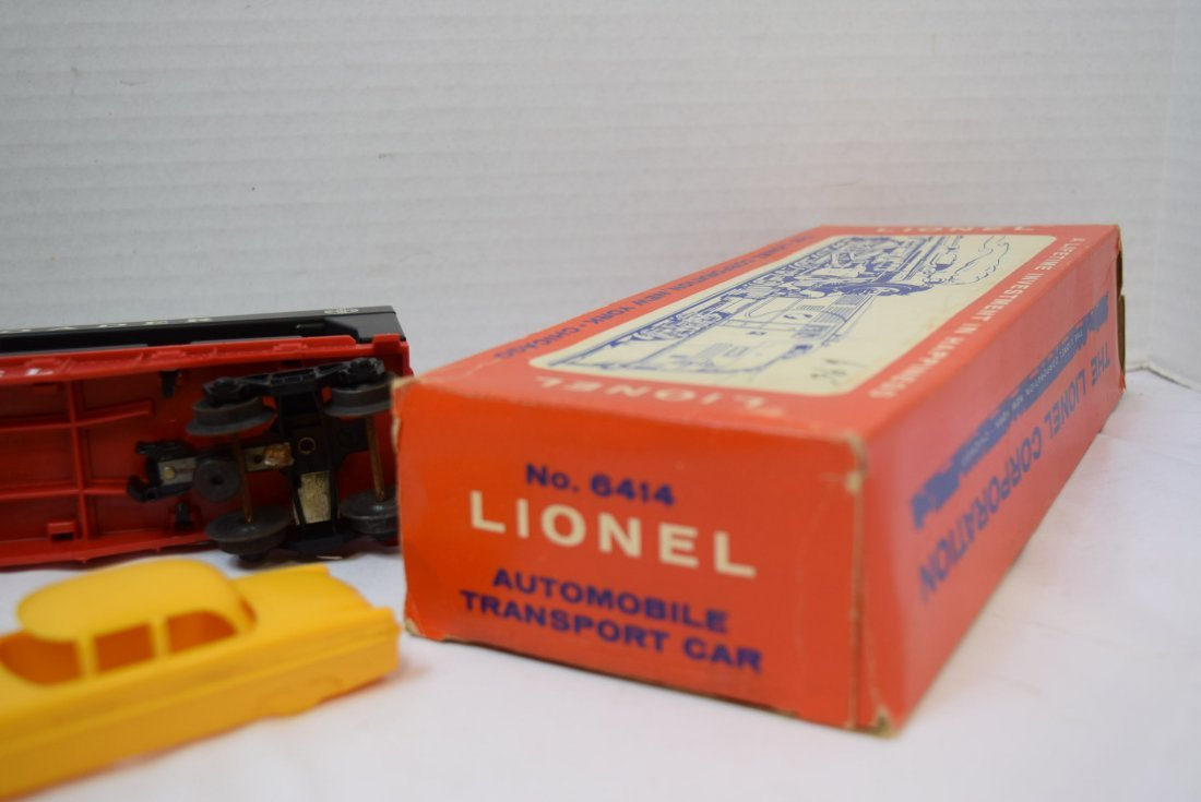 LIONEL AUTOMOBILE TRANSPORT CAR WITH 4 CARS - 6