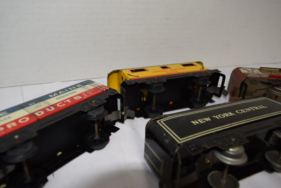 4 MARX TIN LITHO ROLLING TRAIN CARS - 8