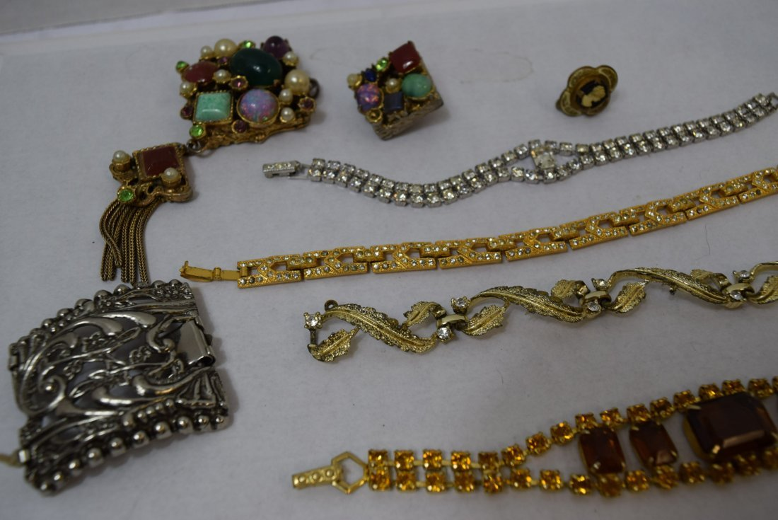 4 BRACELET LOT AND MORE - 4