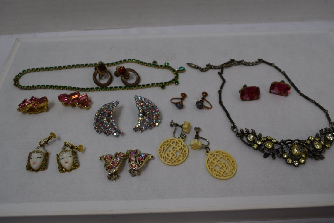 8 VINTAGE PAIR OF EARRINGS AND 2 NECKLACES