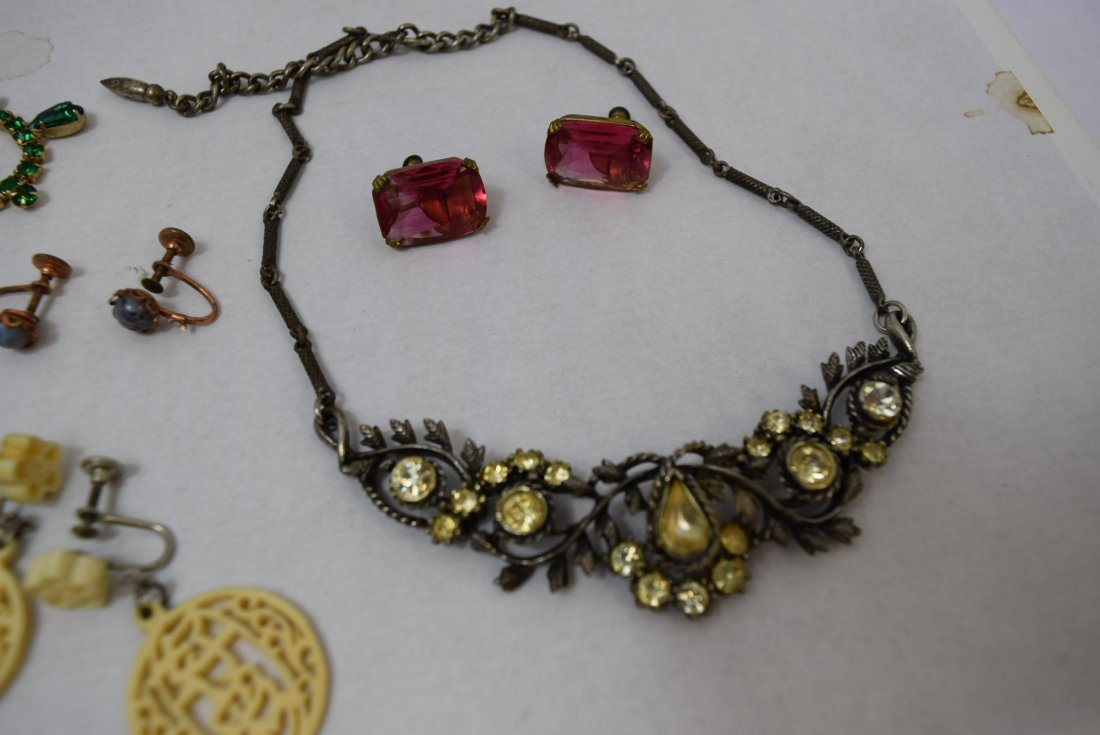 8 VINTAGE PAIR OF EARRINGS AND 2 NECKLACES - 2