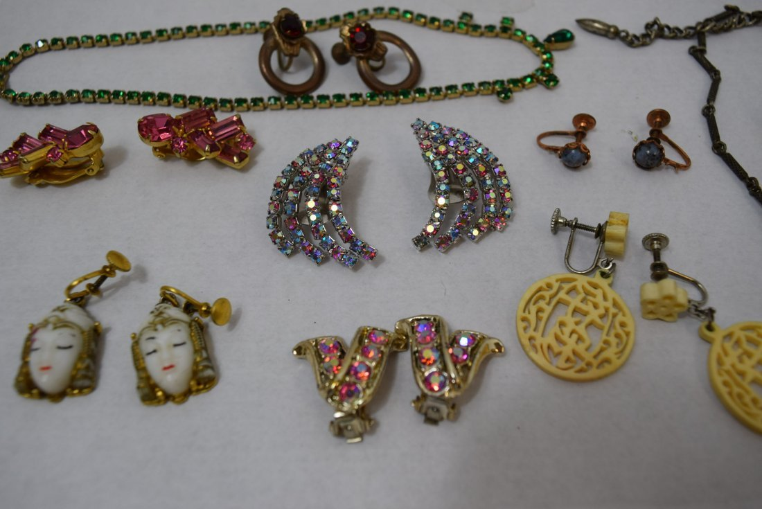 8 VINTAGE PAIR OF EARRINGS AND 2 NECKLACES - 3