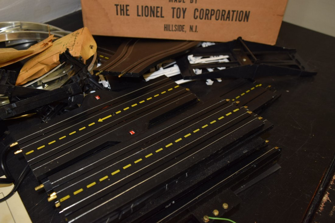 LIONEL 17503 DAREDEVIL LOOP-THE-LOOP RACEWAY - 10